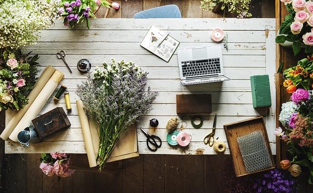 stůl v květinářství