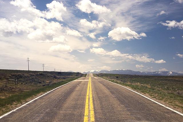 prázdná silnice.jpg